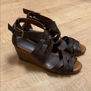 Lucky Brand leather sandals. Size 6.